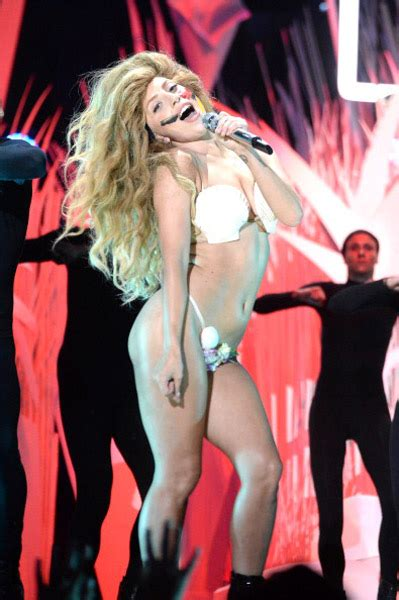 Lady Gaga Opens VMAs with 'Applause' | Rap-Up