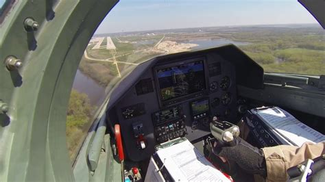 L-39 Glass Cockpit ILS and Closed Pattern - YouTube